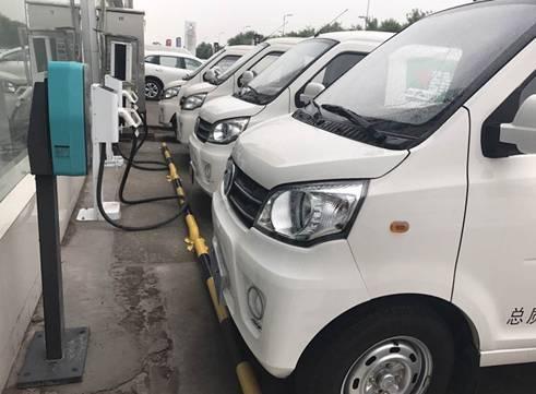 新能源物流车一次充电可行驶300公里