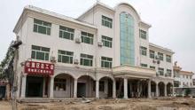 """安徽14米高楼""""搬家"""" 重1000吨整体平移10米"""