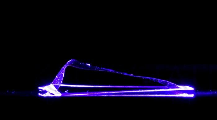 科学家发明世界首台以光为动力的清洁机器人