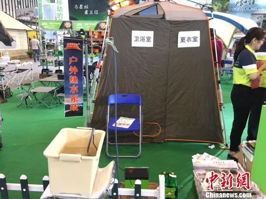 能够在户外环境下提供热水的装置。 朱晓颖 摄