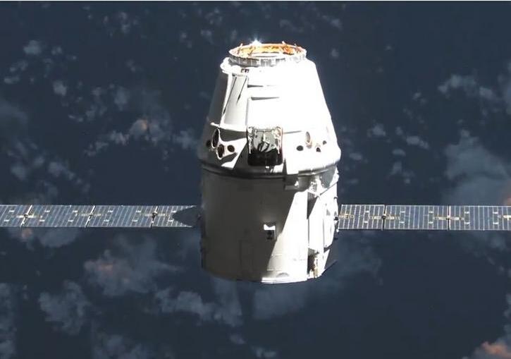 人类历史第一次!SpaceX成功回收可重复用龙飞船