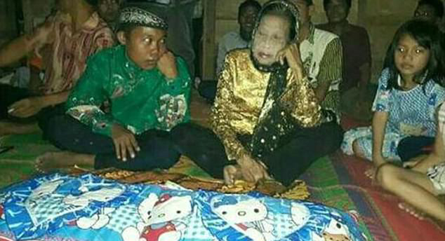 印尼16岁小伙和71岁老太喜结连理