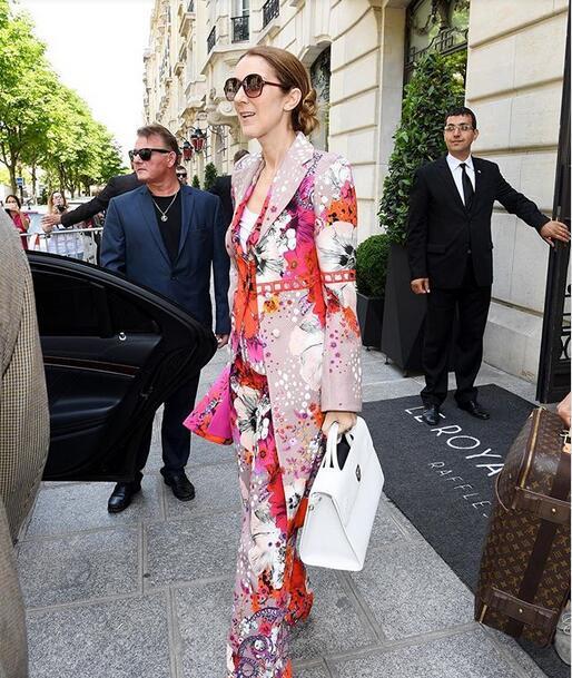 席琳•迪翁新造型潮气十足 49岁也要做时尚女王