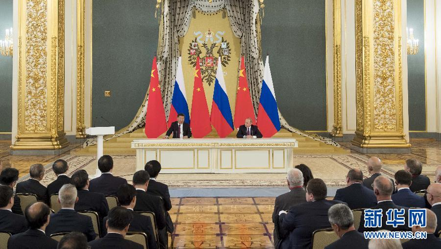 习近平同俄罗斯总统普京共同会见中俄友好、和平与发展委员会,媒体和企业界代表