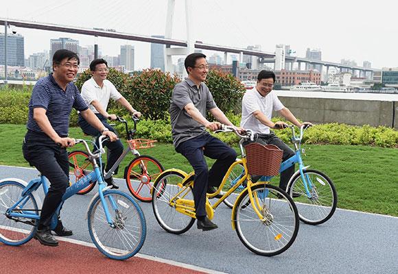 上海市委书记韩正骑共享单车体验滨江骑行环境