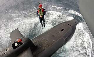 法国总统马克龙空降核潜艇视察