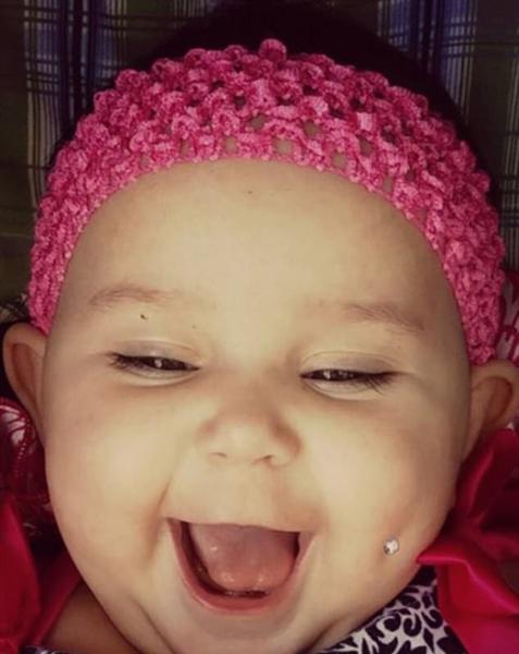 美母亲晒婴儿打酒窝钉照片 称可随意处置孩子身体