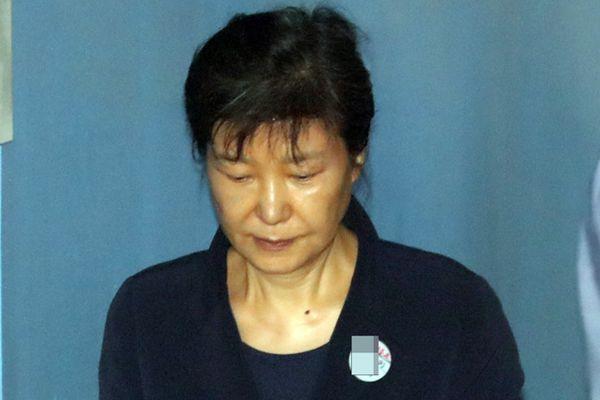 韩加紧干政门案件审理 朴槿惠昏厥事故后高压受审