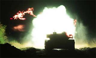 96A坦克夜间实弹训练场景震撼