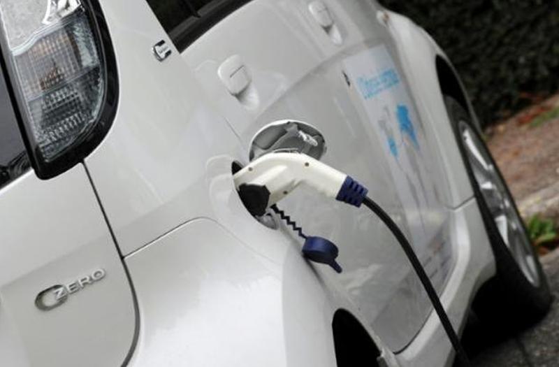 法国生态部长于洛:2040年前停售汽柴油车