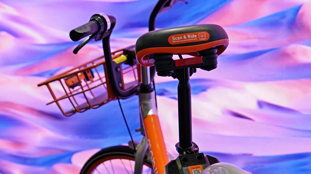 摩拜在新加坡推出新款单车 配备太阳能照明灯