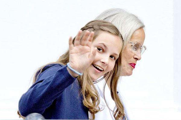挪威宋雅王后80岁生日宴 小公主回眸美呆了