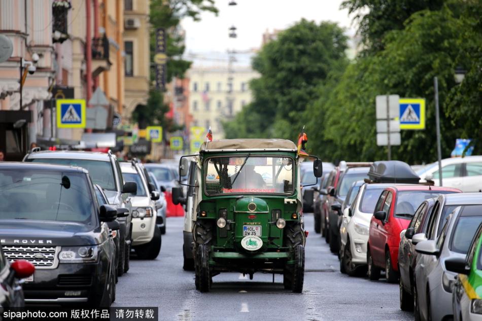 八旬老人开拖拉机半个月穿行德国波兰等国