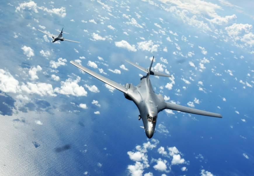 英媒:美军两架B-1B战略轰炸机飞越南海上空