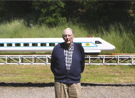 科技雷不撕:89岁老人自制高铁实验轨道