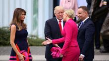 特朗普又双叒尴尬了 跟波兰第一夫人握手遭无视