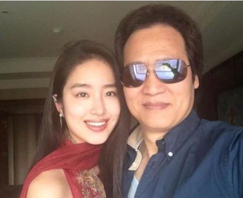 杨采钰认爱刘亦菲干爹被指为了钱 怒怼网友:滚粗