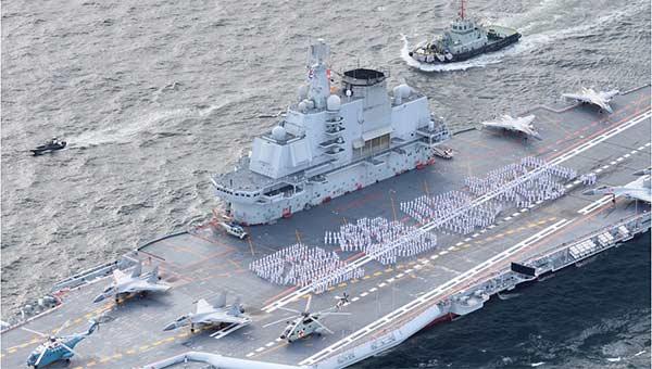 辽宁舰访港让军迷激动:以往停泊都是英美航母