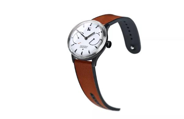 自动充电智能手表问世 走路动能提供电量