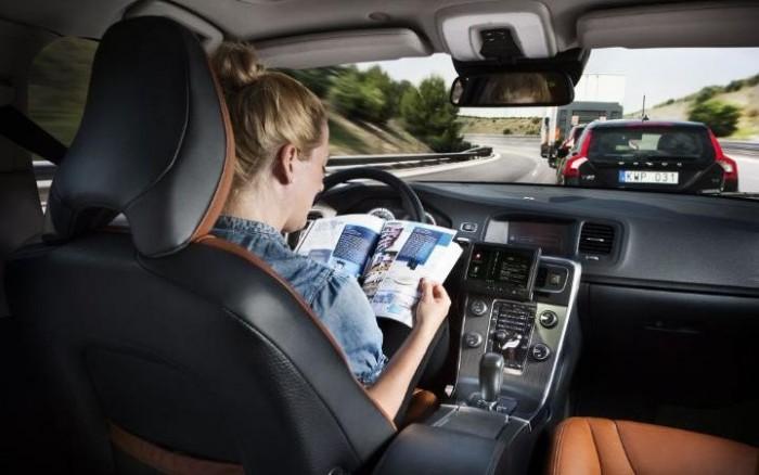 """半自动驾驶就安全?人类的""""完全信任""""是最大隐患"""