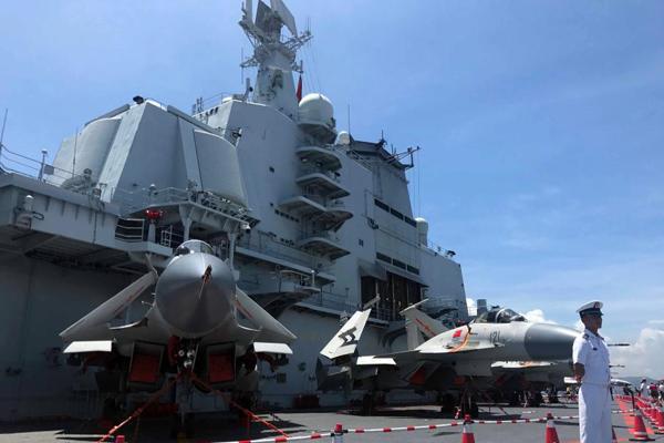 航母辽宁舰第二天开放予香港市民参观