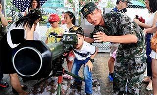 羡慕:驻港部队对香港居民开放