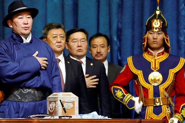 蒙古国总统宣誓就职 曾在北京奥运会摘金