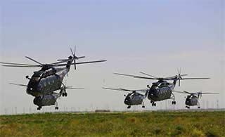 陆航部队训练大群直8扑面而来
