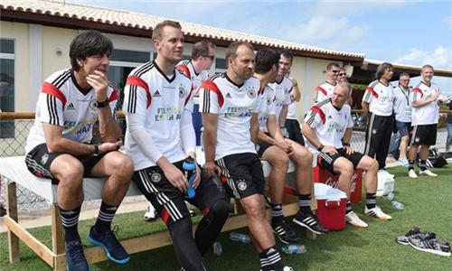 德媒:德国队明年世界杯或住豪华房车