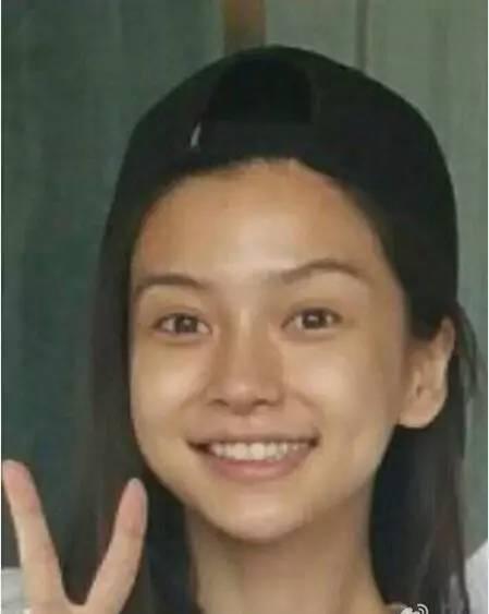 42岁梅婷素颜近照-与杜海涛曾爆出过恋情的沈梦辰,1989年出生年仅28岁的她,妆后可