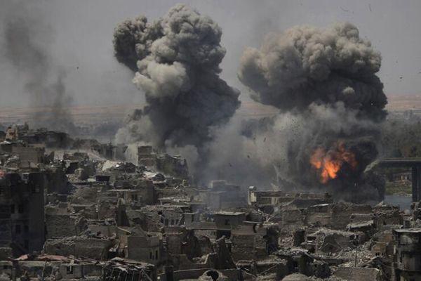 摩苏尔宣布全城解放后再起硝烟 伊斯兰国目标遭空袭