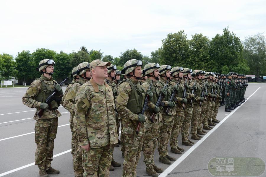 中国武警首次与白俄内卫部队联合反恐训练(图)