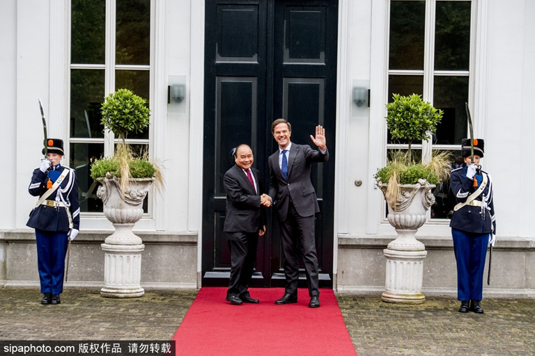最萌身高差 越南总理到访荷兰与首相马克·吕特会面