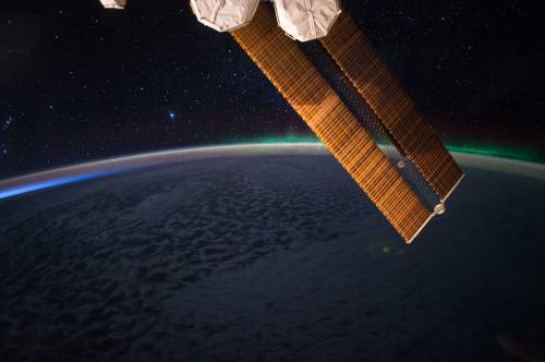 """宇航员的""""最佳观景台"""":极光绚烂 星夜美丽"""