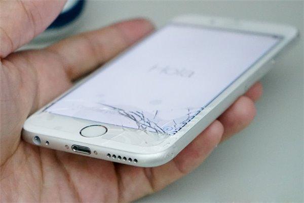 好看不耐刮?苹果或为iPhone 8增加镜面后壳