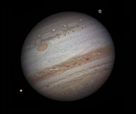 """揭开神秘面纱!""""朱诺""""号首次近观木星大红斑"""