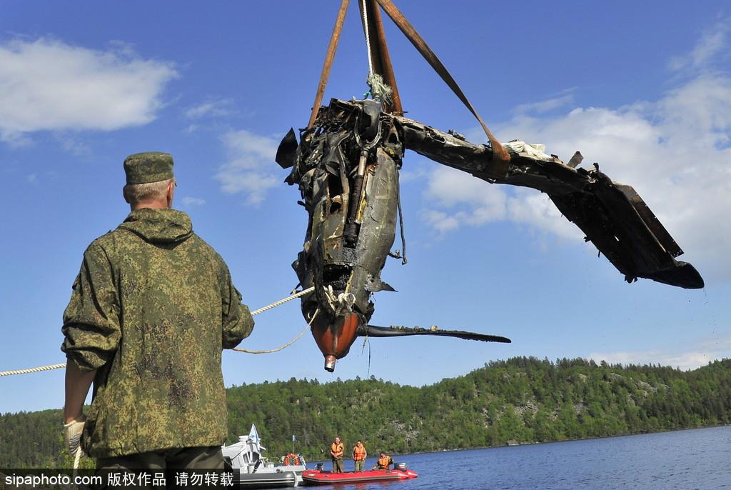 重见天日!俄水域打捞出美二战空中战机残骸