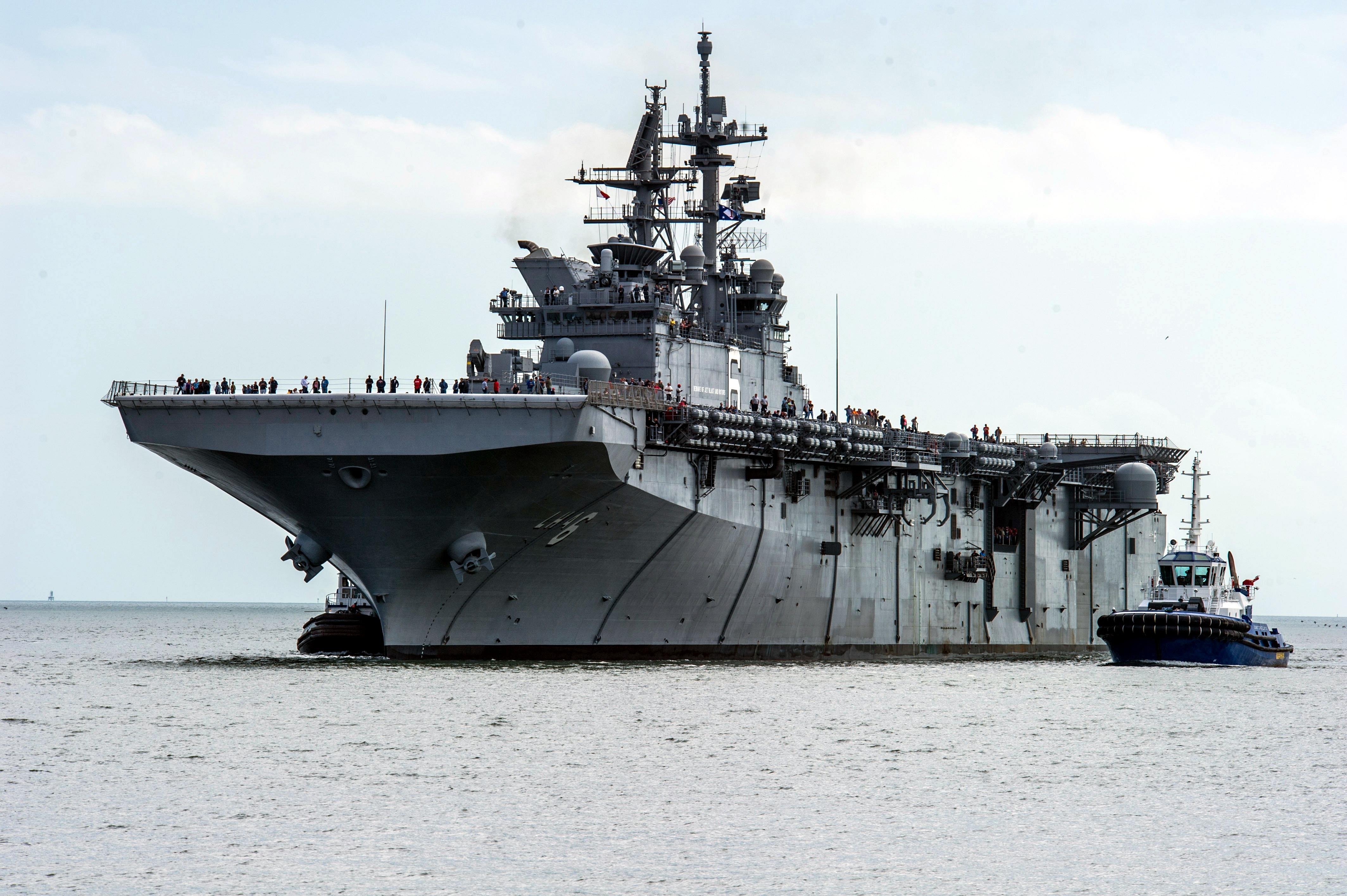 """美国最强""""准航母""""开赴西太 可搭载9架F35战机"""