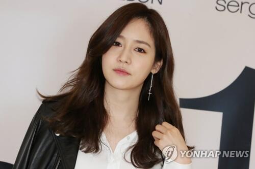 韩演员成宥利参与爱心便当活动帮助困难儿童