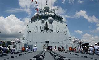 航母舰队驱逐舰细节尽在眼前