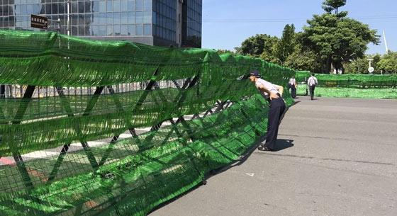 """巴拉圭总统访台 台警方将拒马全遮绿自称""""缓和气氛"""""""