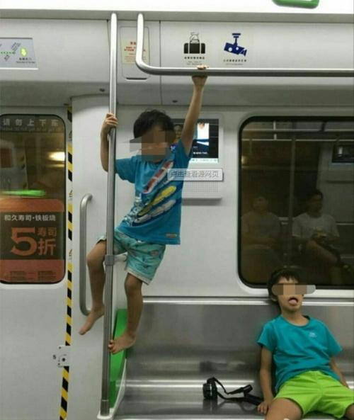 """武汉地铁频现""""熊孩子""""捣乱 火灾报警按钮被启动"""