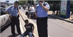 小偷被抓后向警察求情:我能站起来吗 地上太烫
