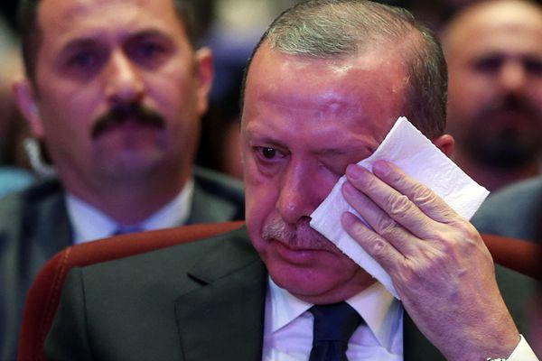 土耳其军事政变事件一周年:埃尔多安讲话动情抹泪
