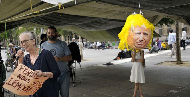 美国总统特朗普访法国期间 法国民众街头举牌抗议