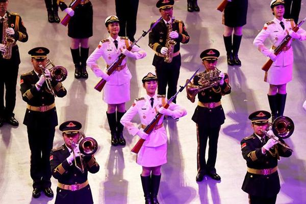 解放军仪仗队女兵首次亮相香港国际军乐汇演