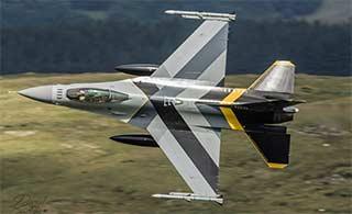 这架F-16战斗机造型非常独特