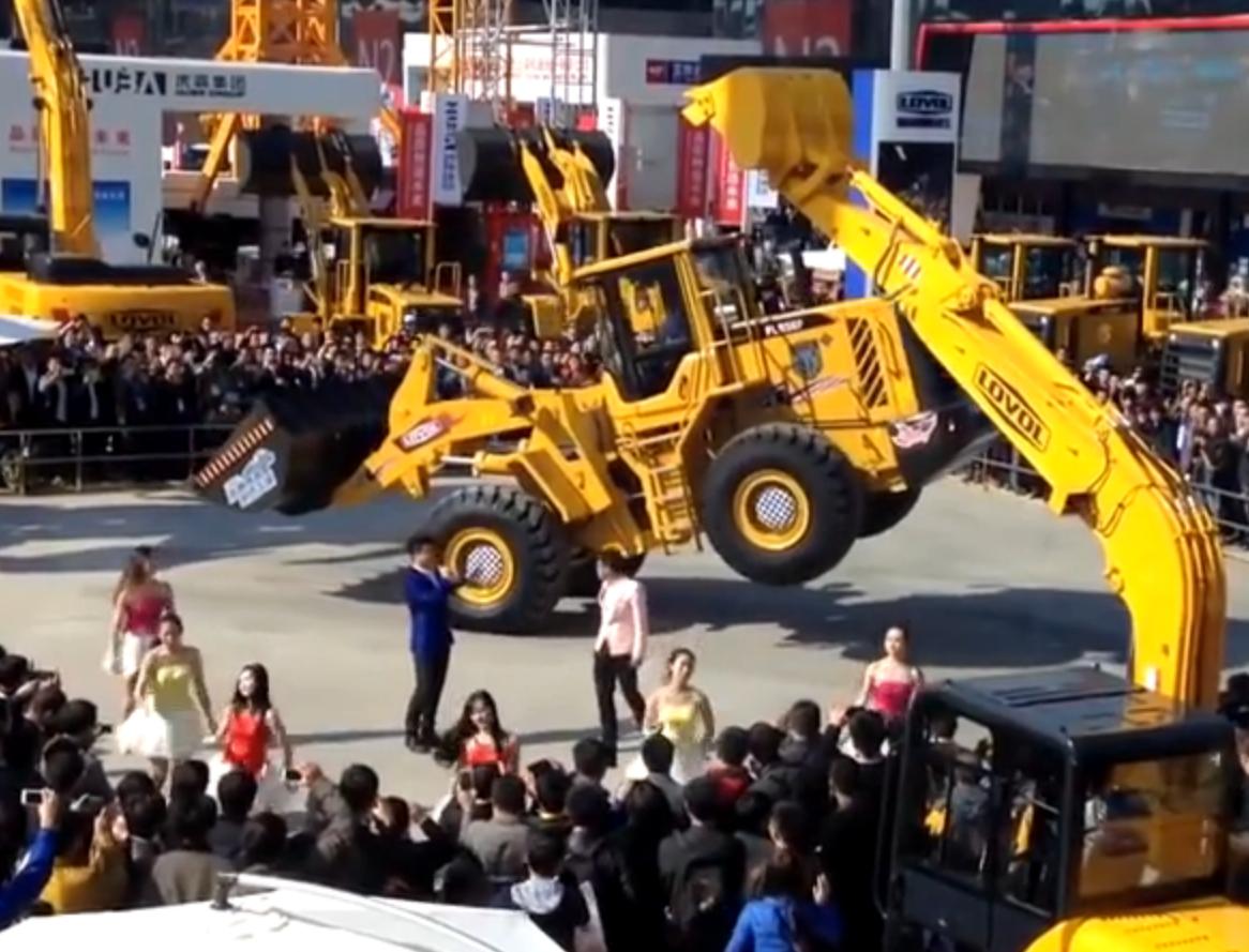 """科技雷不撕:18吨轮式装载机竟会""""跳舞"""""""