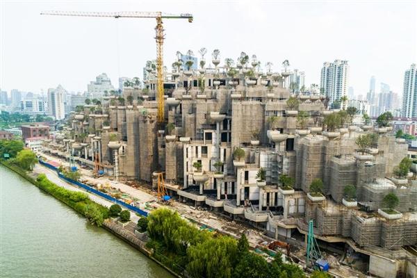 """上海惊现""""空中花园"""" 屋顶种上千棵树"""