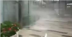 成都暴雨小车被淹